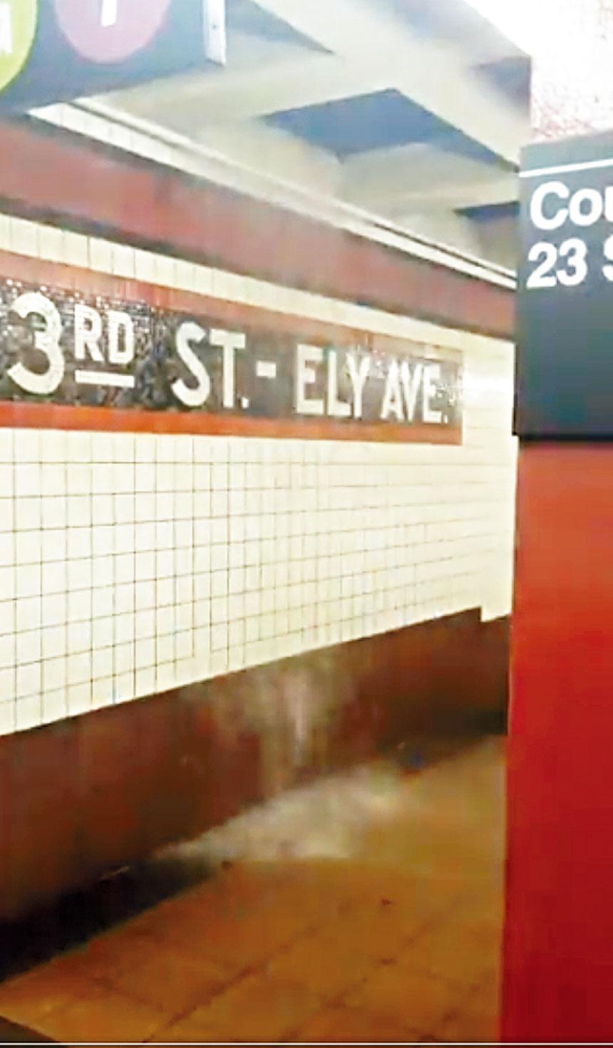 多個地鐵站內出現「瀑布」。推特圖片