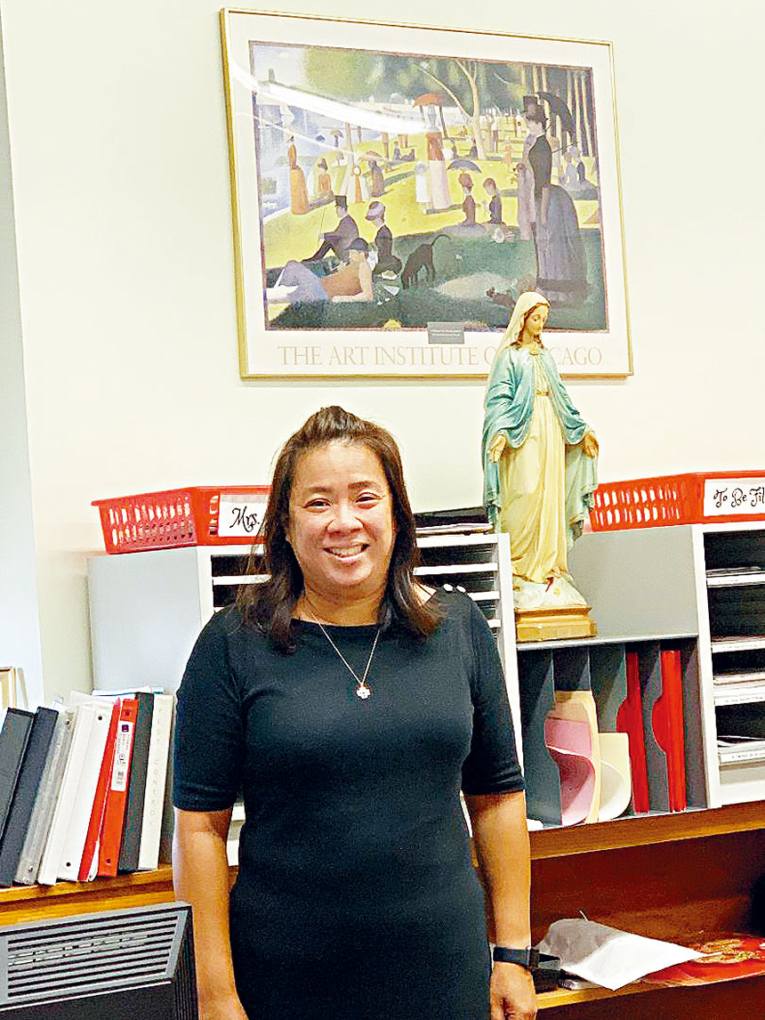 聖德力天主教小學第一位華裔女校長戴穎珠(Lisa Oi)在分校開放日,歡迎各界成為兩度榮獲「藍絲帶學校」殊榮的聖德力學校的一份子。梁敏育攝