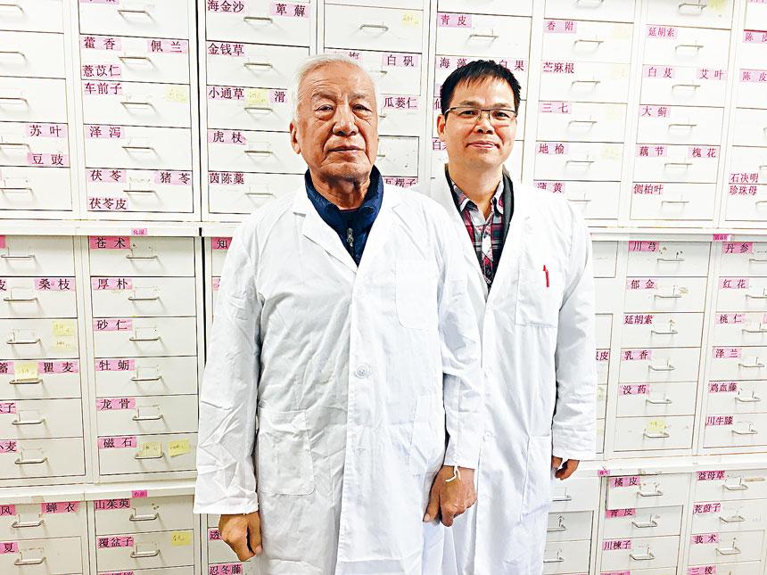 世界著名的頭針針王焦順發教授和陳平青針灸師。