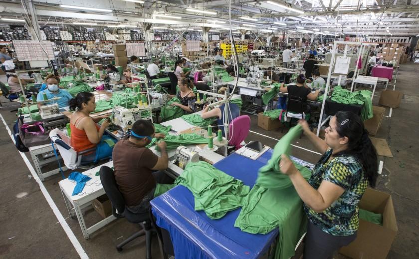 「洛杉磯服裝」強調美國製造,聘用不少新移民員工。洛杉磯時報