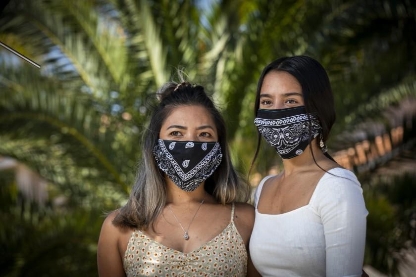 費雷爾(Donalene Ferrer)為菲律賓裔(左),她和女兒在疫情期間曾遭到歧視。洛杉磯時報
