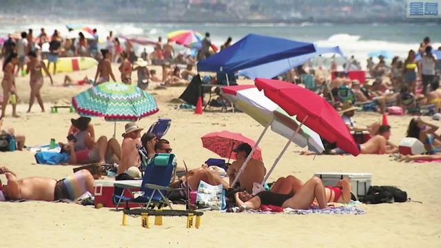 國慶日當天,大批民眾湧入未被關閉的聖地牙哥縣海灘。KTLA 5/FOX 5