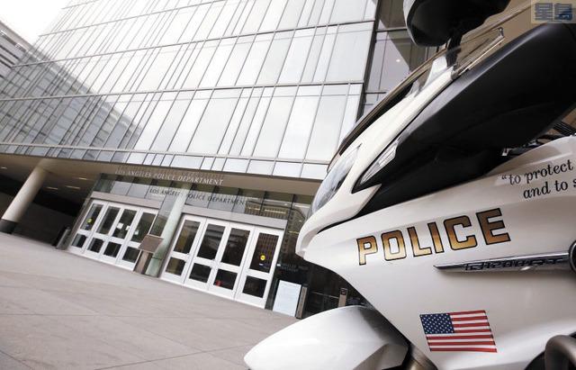 洛市警局工作內容龐雜,近日的警務改革風潮要求縮限警務及警力。洛杉磯時報