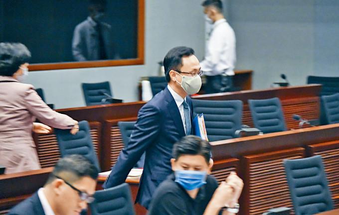 聶德權表示,若新入職公務員拒絕遵從,將不獲錄用。