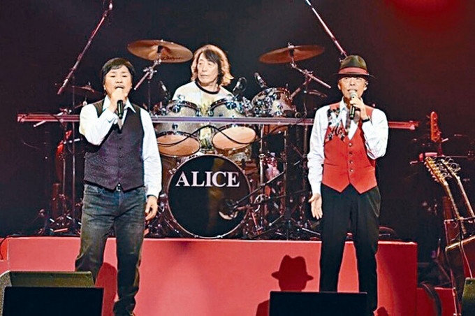 Alice鼓手矢澤透宣布染疫,其兩名隊友已做檢測。