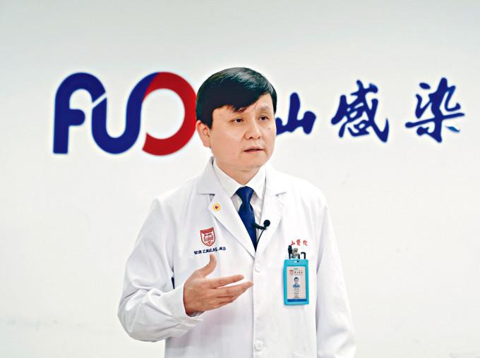 上海市新冠肺炎醫療救治專家組組長張文宏,建議本港借鑑內地防控經驗。
