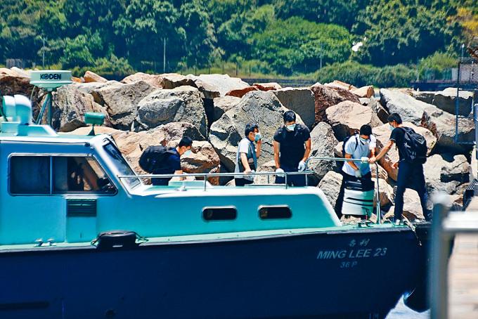 港府周三暫停所有客船及沒有在港處理貨物的貨船船員換班安排。