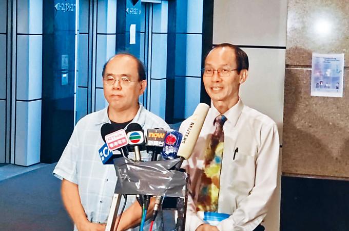 圖為研究所行政總裁鍾庭耀昨返公司了解情況,左為副行政總裁鍾劍華。