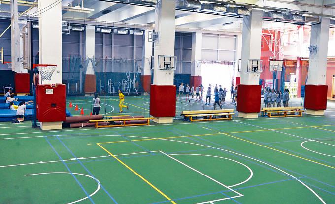 德望中學再有學生確診。該學生曾與十多同學老師練習排球。