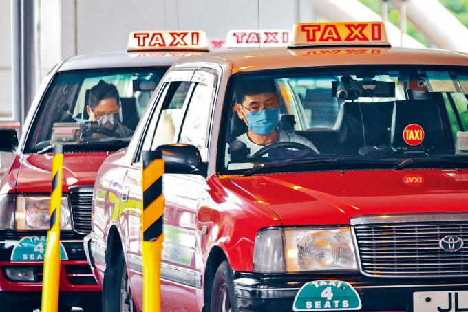 疫情反覆下,的士司機防疫意識受到關注。