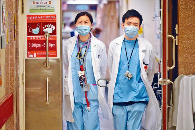 有執照醫生醫學會委員憂慮,取消海外醫生考試,長遠會加劇醫療人手短缺問題。