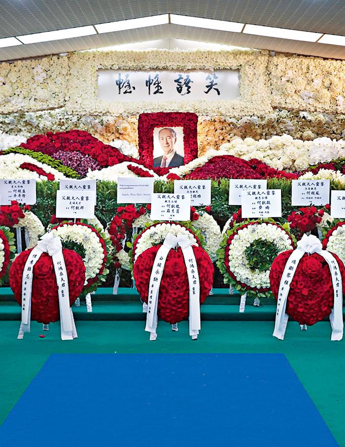 靈堂橫匾由賭王生前好友蘇樹輝撰寫。