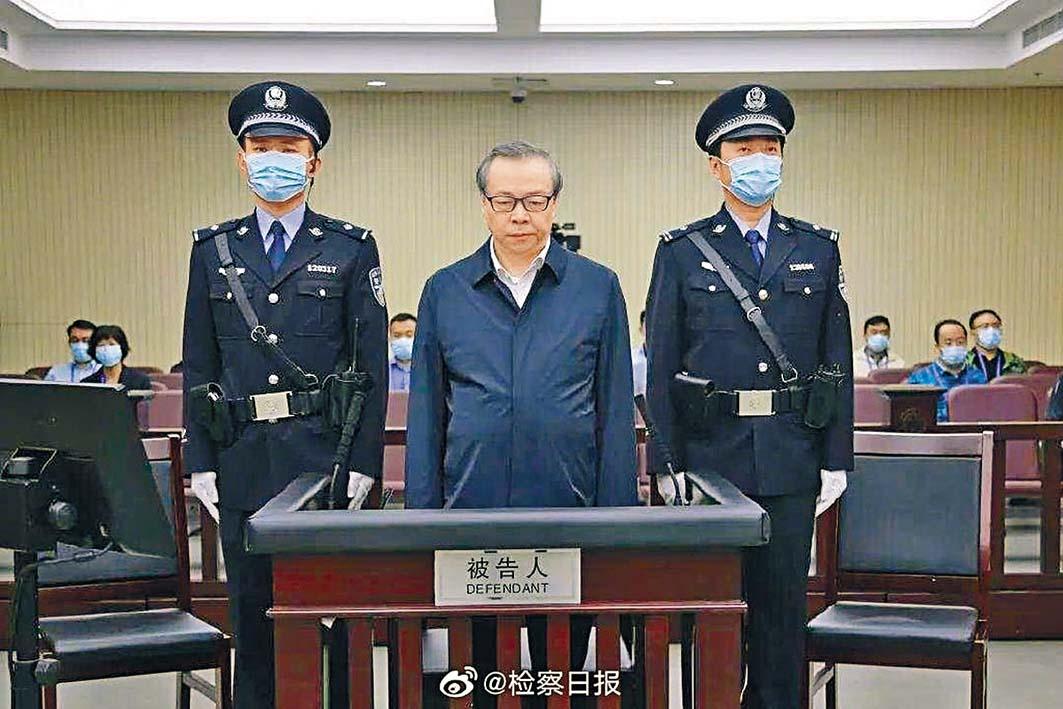 華融前董事長賴小民昨天在天津受審。