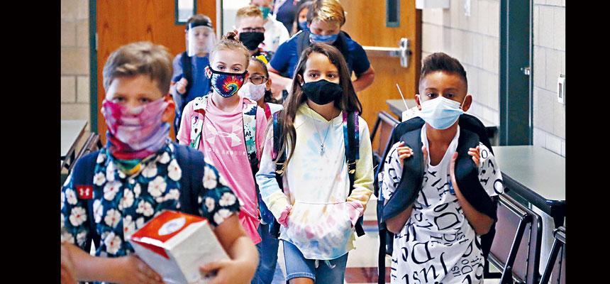 CDC公布的兩個報告顯示,新冠疫情暴露醫療系統中的族裔差異,非裔、西語裔及原住民因感染病毒住院或死亡的比例,遠高於其他族群。    美聯社