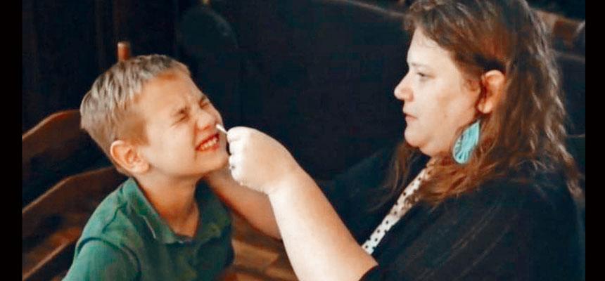 有報告顯示,7月最後兩星期有超過9.7萬名兒童,對新冠病毒檢測呈陽性反應。CBS截圖