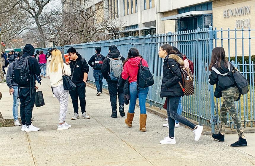 新學年准返回學校上課,美國疾病控制及預防中心中文和多國文字特別強調確保學生的安全和健康的指引。