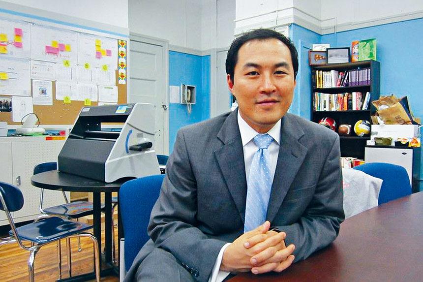 余崧被任命為史岱文森高中新校長。