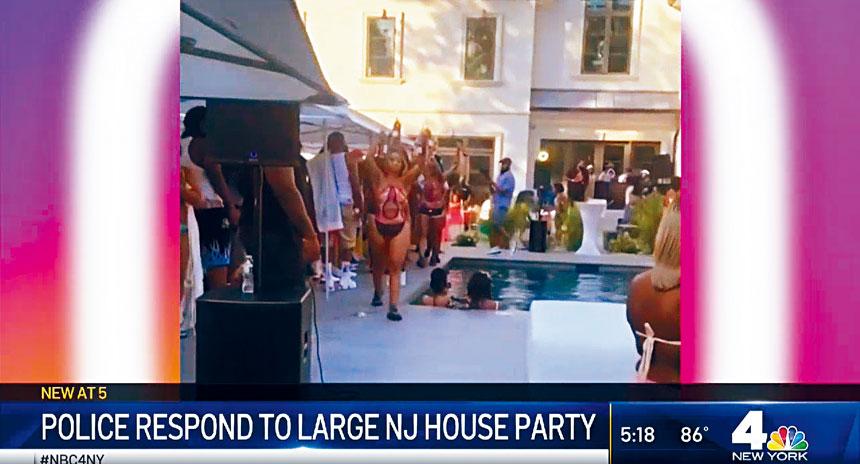 有鄰居形容,大宅舉行拉斯維加斯式的池邊派對。NBC新聞截圖