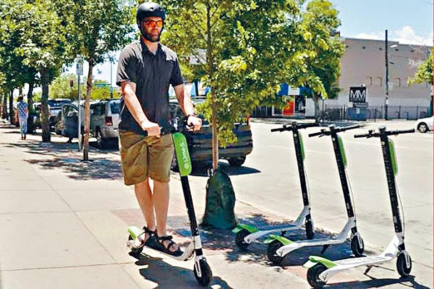 超酷炫的電動滑板車,可以騎著去上班、購物、休閑。芝市共享電動滑板車在去年試點,有80萬人次租用。芝市交通部提供