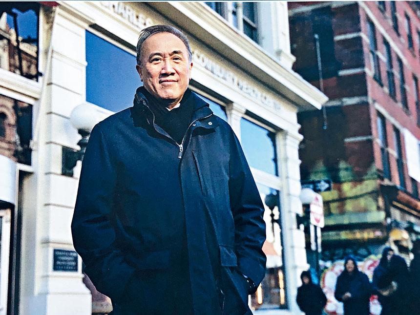 紐約時報周刊日前專文介紹服務華人社區30載之華裔眼科專科鄺理中醫生。