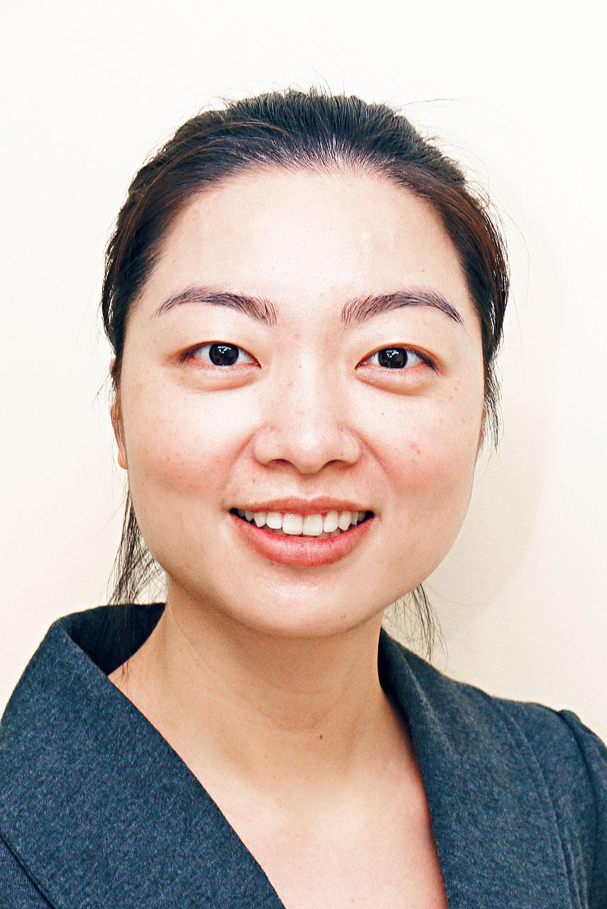 擅長醫治牙周病之容淑萍牙醫指出,牙周病是僑胞常見之牙患,如不及時治療會導致牙齦收縮牙齒脫落。
