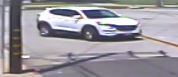 一名男子光天化日下企圖綁架及性侵未成年少女,事後駕駛一輛白色汽車逃逸。聖塔安那市警方
