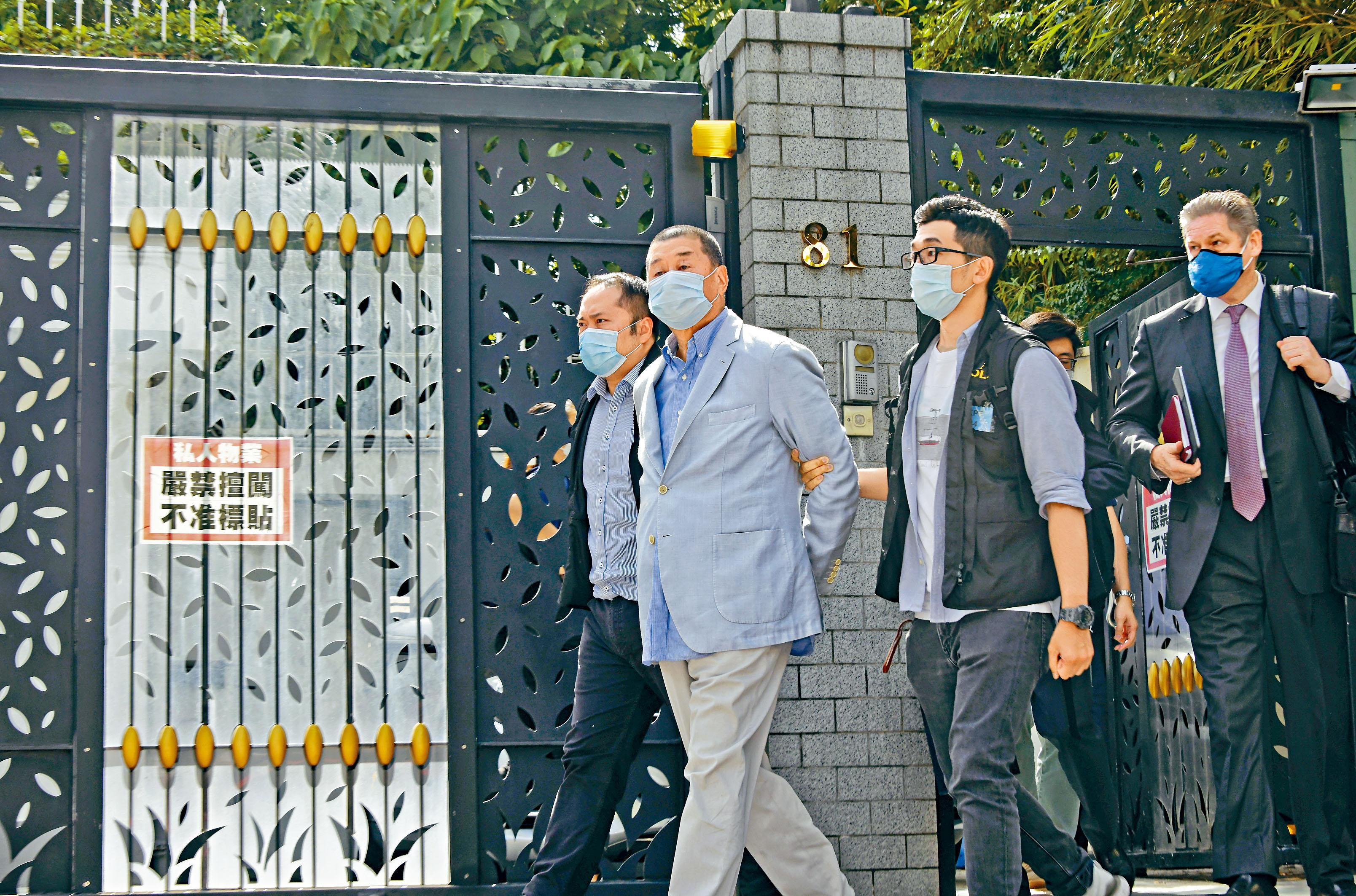 警方10日晨到黎智英位於加多利山的寓所調查,其後將他拘捕押走。梁文輝攝