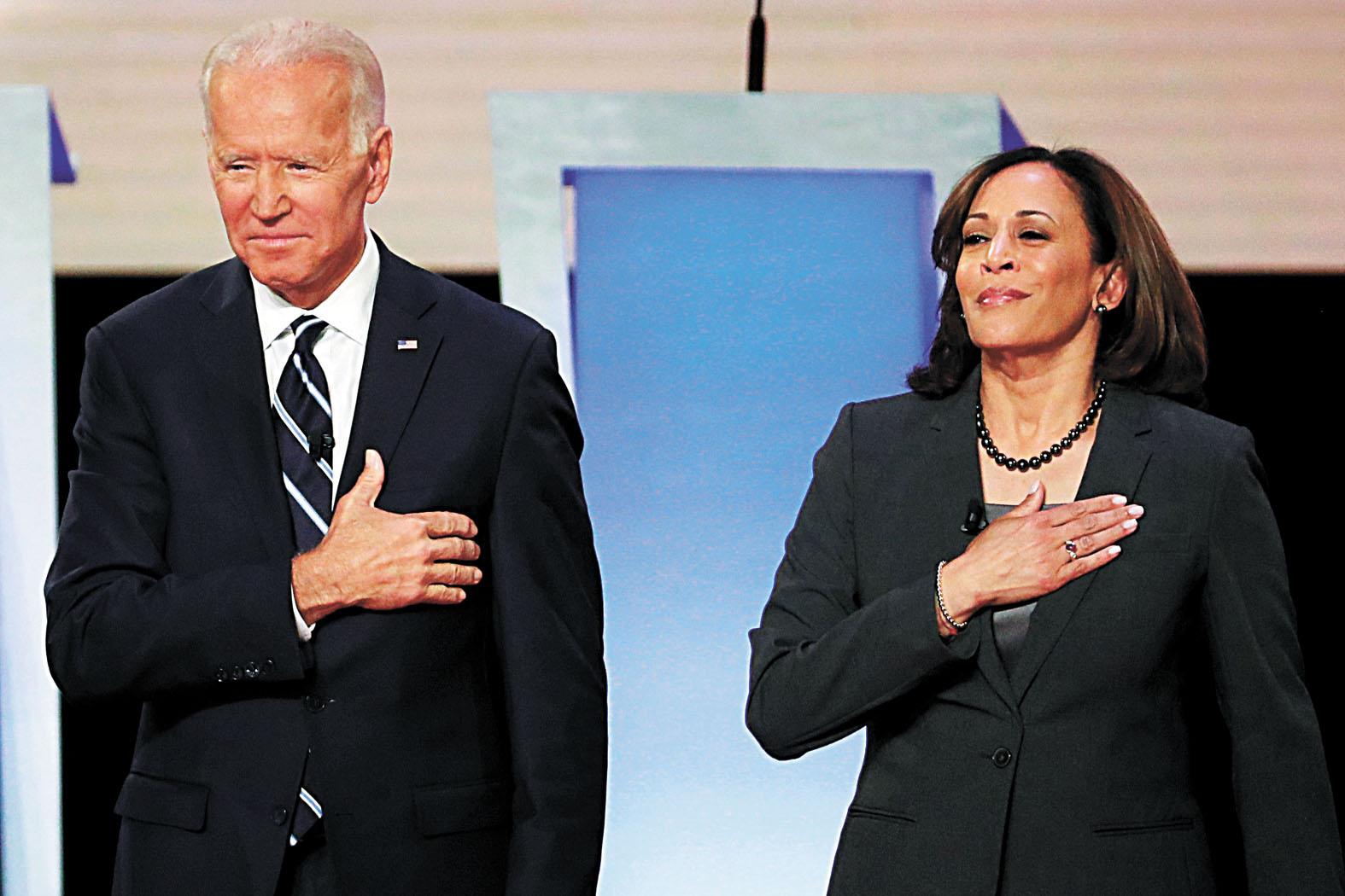 美國民主黨總統大選提名人拜登(左)11日宣布,挑選加州聯邦參議員賀錦麗(右)擔任他的競選搭檔。路透社資料圖片