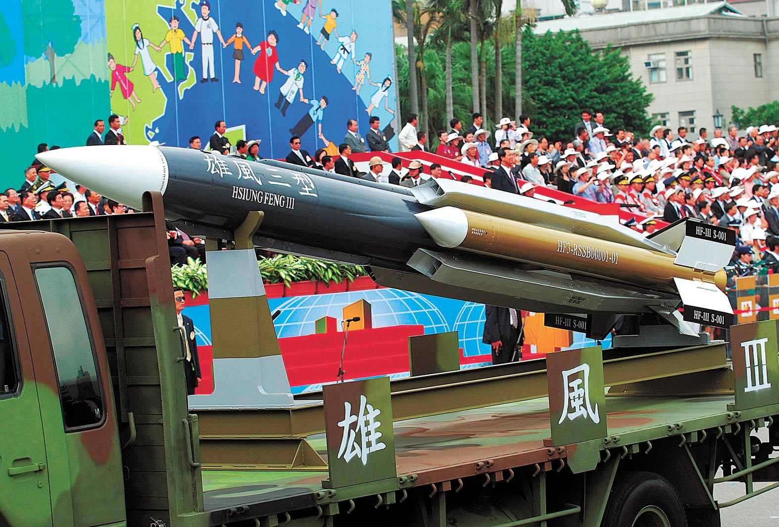 台灣擬向美國購買能與自主研發的「雄風」導彈系統協同的巡航導彈,以提升岸防能力。圖為「雄風三型」導彈。資料圖片
