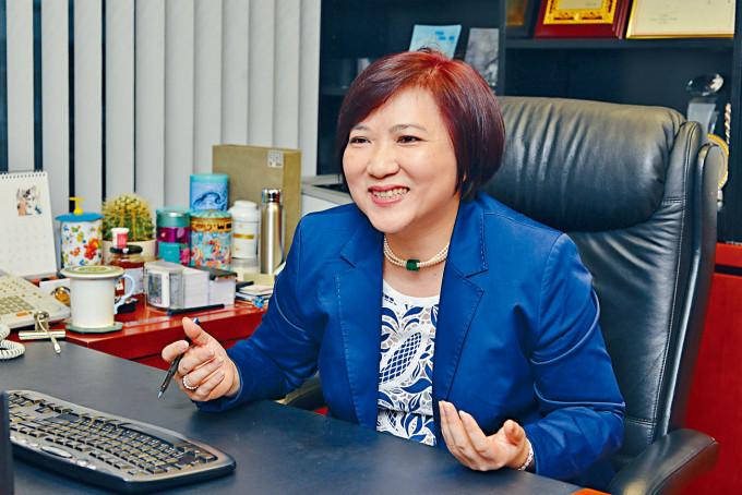 資深人力資源顧問周綺萍表示,經濟前景未明朗,招聘人手反而變得次要。