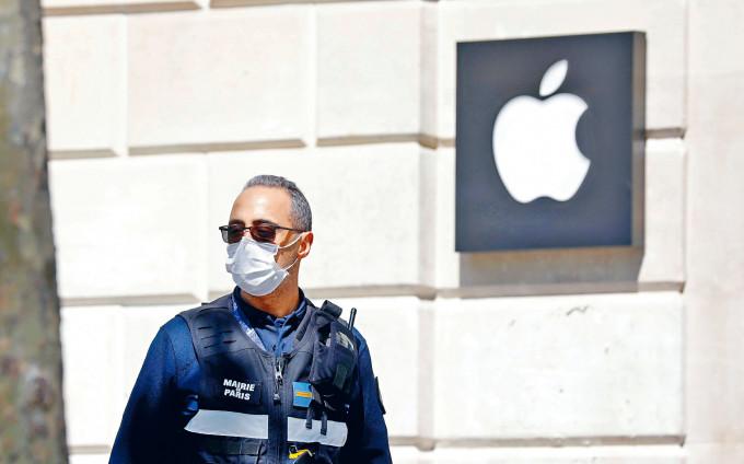 科網股中,蘋果公司建議股份1拆4,刺激股價飆升10.47%。