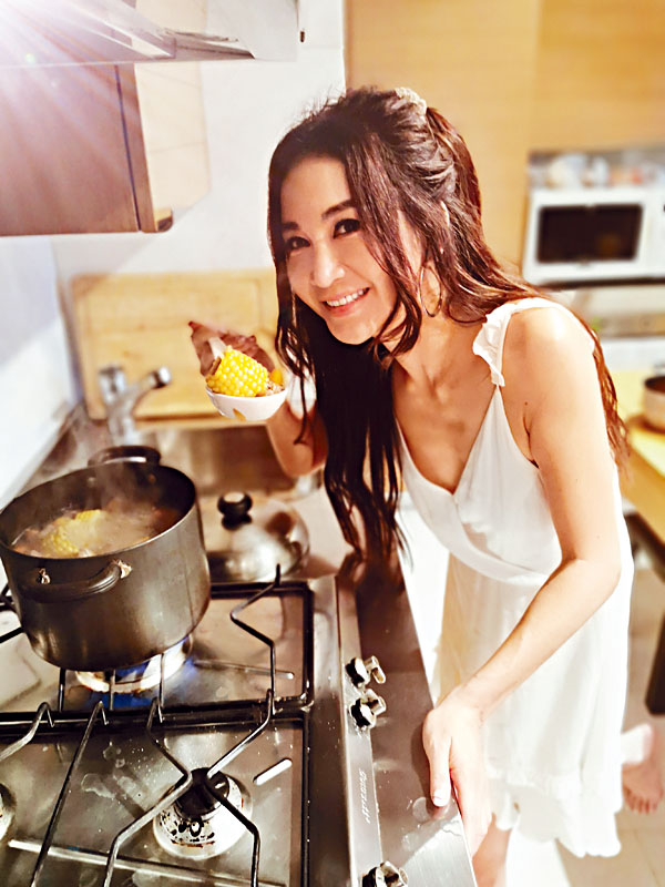 Irene大顯身手煲女神養顏靚湯。