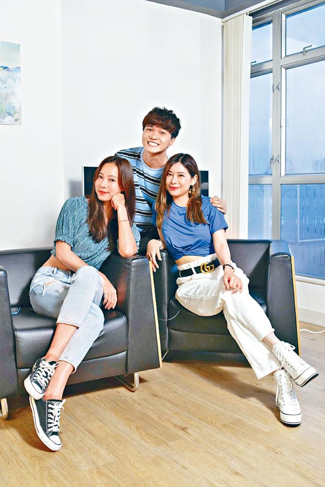 唐貝詩(右)、余曉彤(左)及蔡浩洋化身抗疫大廚做網上直播。