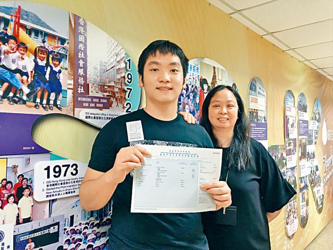張錦濤(左)成功入讀中大體育系。