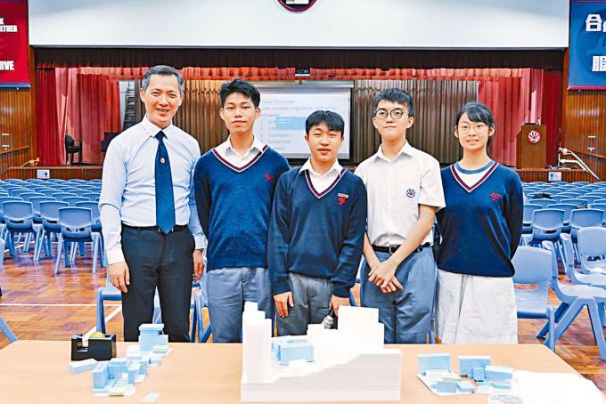 王遨研(右二)透露計畫編寫一個書評及影評應用程式,促進閱讀。