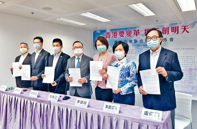 四十二個建制派團體和政黨發起成立「建設力量」,昨日發表「香港要變革 攜手創明天」聯合聲明。