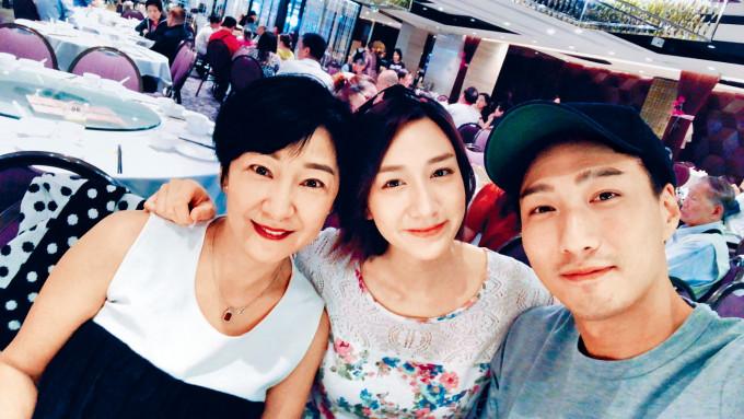 Erica笑言平時大小事多數都跟哥哥徐偉棟討論,唔想太勞煩媽咪。