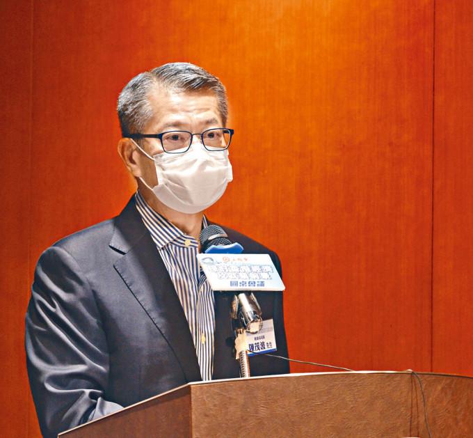 陳茂波表示,如不能盡快有效控制疫情,穩住經濟將會無從談起。