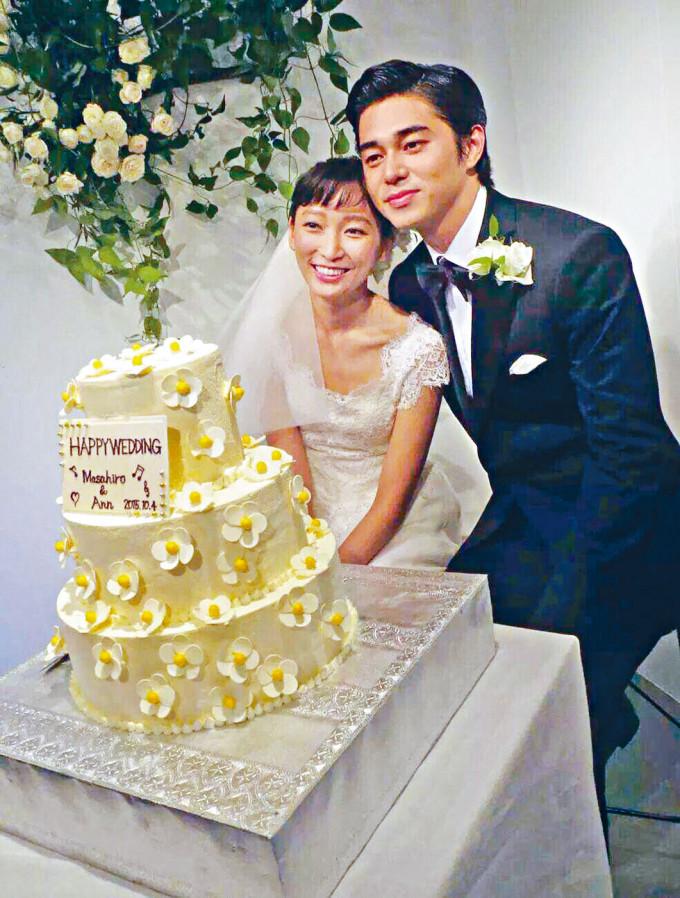 東出昌大爆出包二奶醜聞後半年,昨日與妻子渡邊杏宣布已正式離婚。