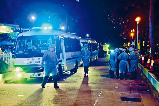 九龍灣啟業安老院舍出現小型爆發,四十多名院友及職員昨晚撤離接受檢疫。