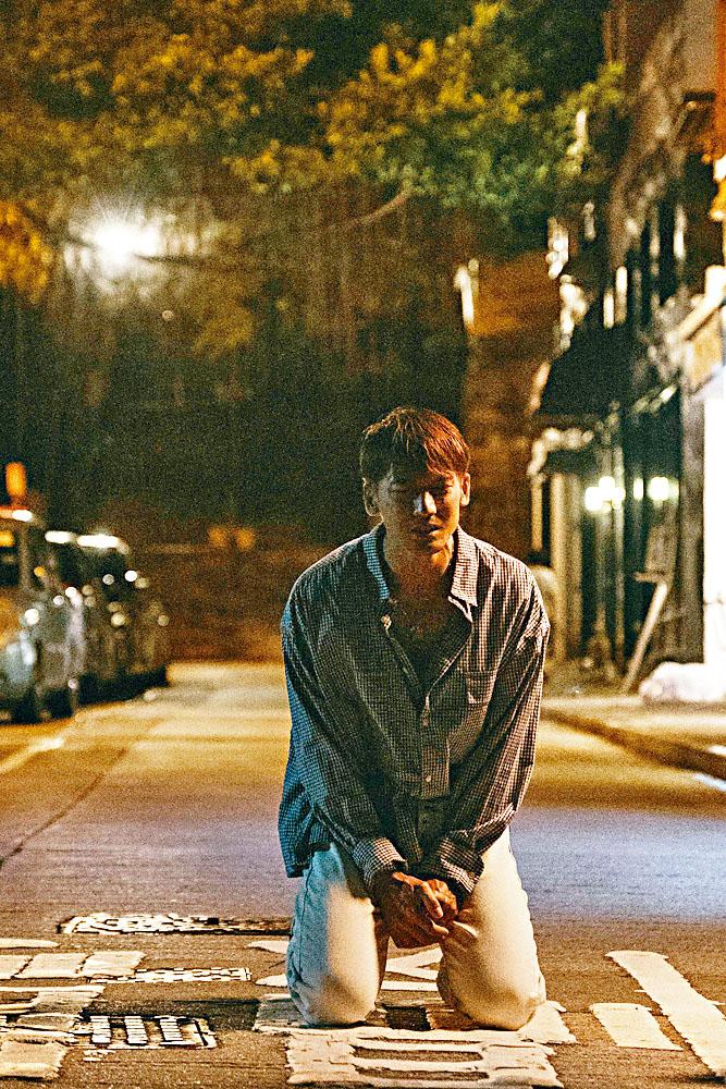 Kenny在MV中作出瞓身演繹。