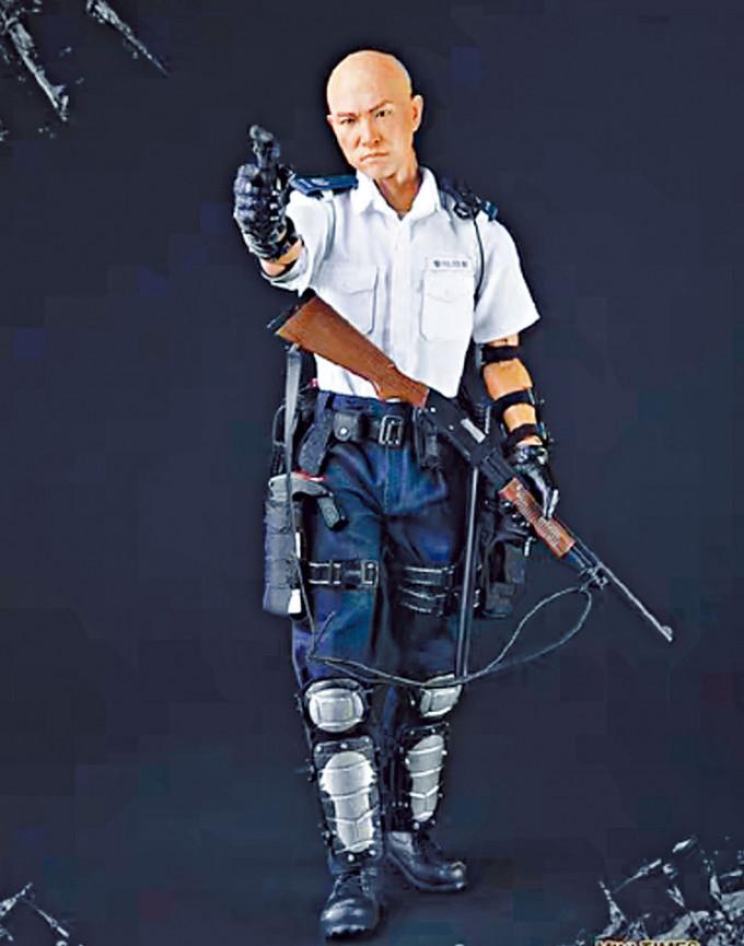 去年七月在葵涌警署外舉槍鎮暴的「光頭警長」劉澤基表現神勇,成為內地不少網店有售的首辦模型主角之一。