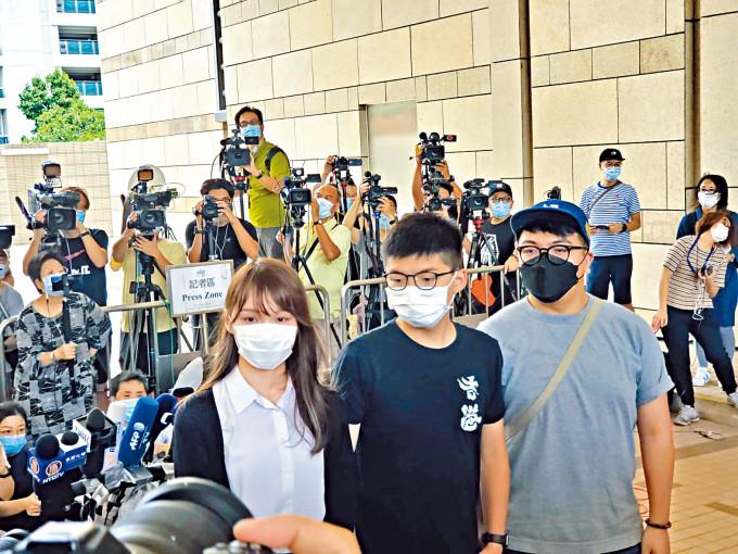 已解散的香港眾志前成員周庭、前秘書長黃之鋒及前主席林朗彥。