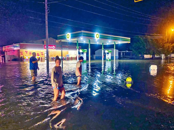 南卡羅來納州一條高速公路,被洪水浸淹。