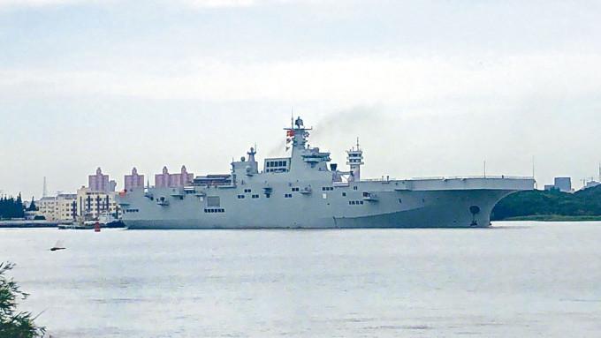 中國075型兩棲攻擊艦首艦昨日首次海試。