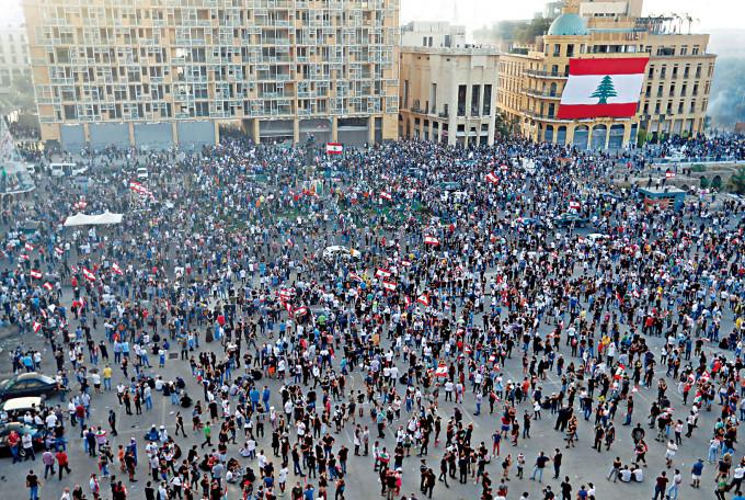 大批民眾上周六在貝魯特市中心舉行反政府示威。