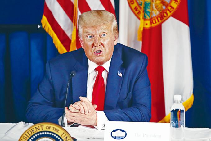 美國總統特朗普表示,缺乏美國支持的香港將會「枯竭」。