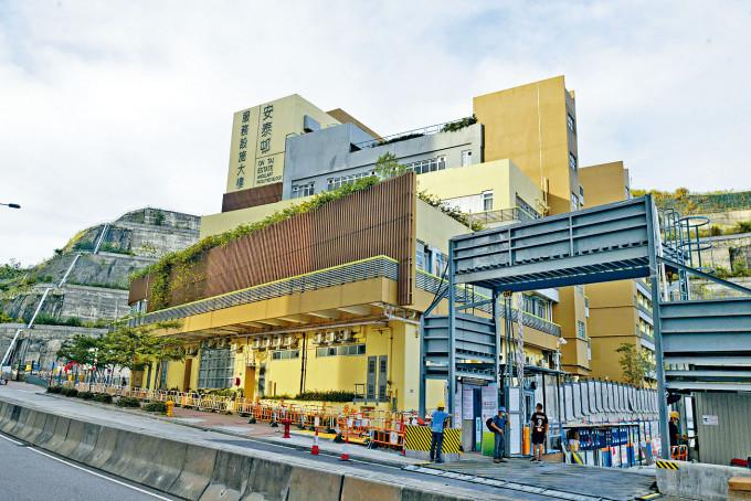 78歲確診醫生曾到訪安泰邨服務設施大樓內的忻明居和悅明居診症。