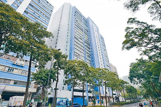 大埔太平工業中心一座十九樓全層於市場急放售,業主為黎智英等人。