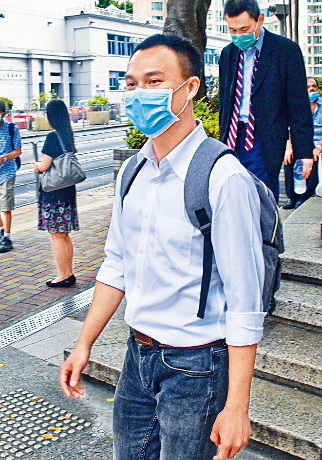 被告鍾日褀兩項控罪罪成,被判監一年及罰款五千元。